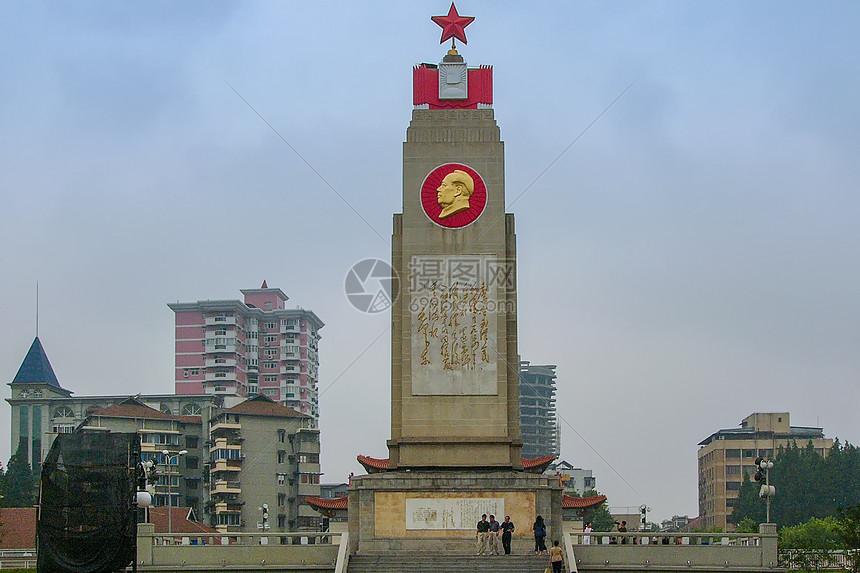 武汉汉口江滩英雄纪念碑图片