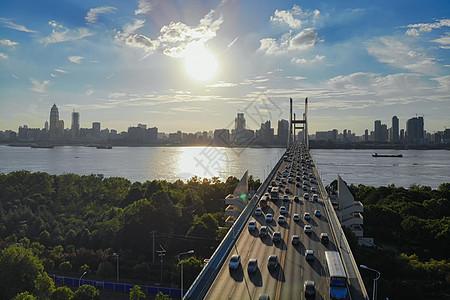 俯瞰武汉车水马龙的长江二桥图片