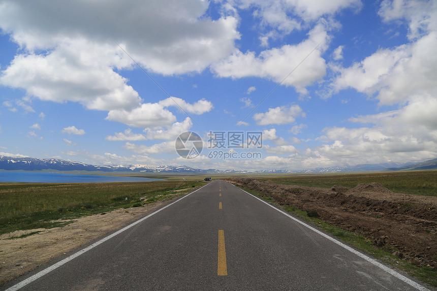 赛里木湖公路图片