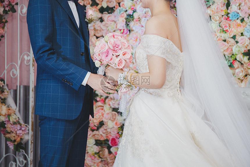 婚礼上的新郎与新娘图片