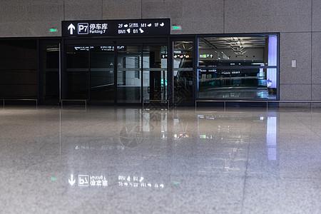 机场停车场设施图片