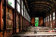 火车废墟图片