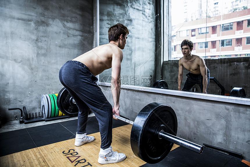 男士健身杠铃图片