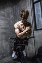 健身男士腹部训练板图片
