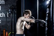 男士健身拳击500966832图片