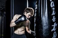 男士健身拳击500966834图片