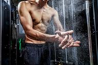 男士健身拍粉动作图片