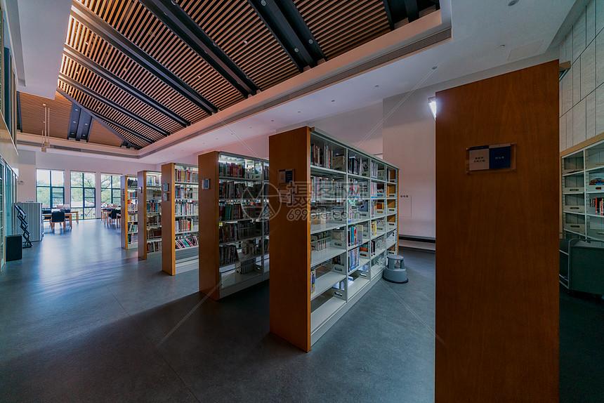 暑假的武汉图书馆图片