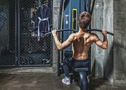 健身房强壮男性器械运动500969087图片