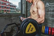 健身房强壮男性杠铃运动500969099图片