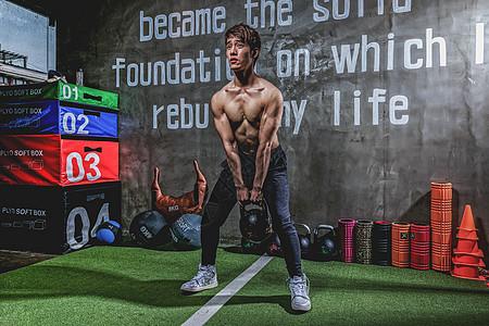 健身房强壮男性有氧运动图片
