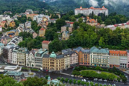 山谷环绕的美丽捷克温泉小镇卡罗维发利图片