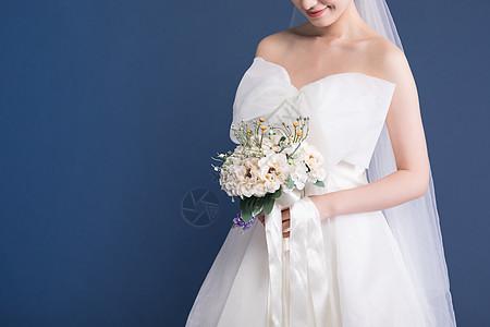 新娘拿手捧花特写图片