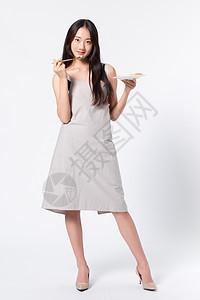 年轻女性烹饪做饭图片