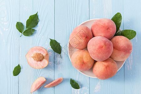 夏季新鲜桃子图片