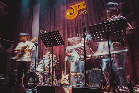 音乐吧正在演奏的驻场乐队图片