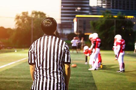 橄榄球运动裁判图片