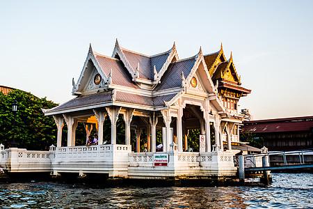 曼谷湄南河畔特色建筑图片