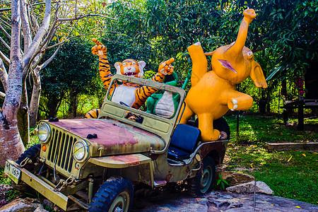 苏梅岛动物开越野车雕塑图片