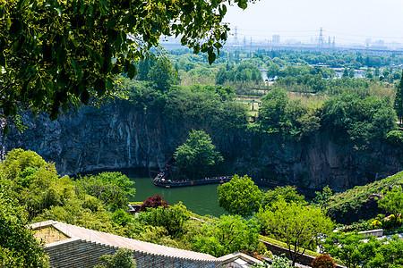 白天上海辰山植物园天坑图片