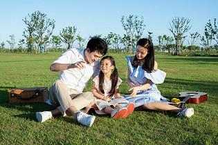 家庭亲子户外游玩图片
