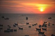 越南美奈渔港日落图片