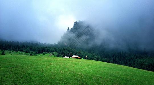 雨后甘南云山雾绕胜仙境图片