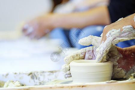 土陶制作特写图片