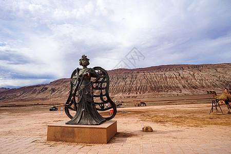 新疆吐鲁番火焰山景区铁扇公主雕像图片
