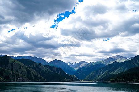 天山天池图片
