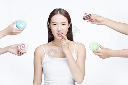 女性吃甜品蛀牙图片