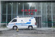 救护车停在外科大楼前图片