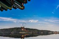 湖泊上的颐和园皇家园林图片