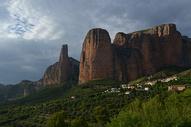 西班牙韦斯卡地区穆里略德加列戈岩石山图片