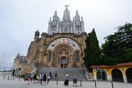 西班牙巴塞罗那迪比达波山上的圣心教堂图片