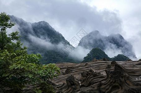 云山雾绕贵州风景图片