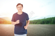 老人户外跑步图片