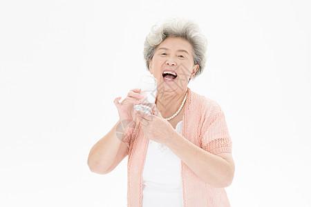 老年人奶奶健康饮水图片