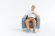 老年男性胸口疼形象图片