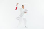 老年男性太极剑锻炼形象图片