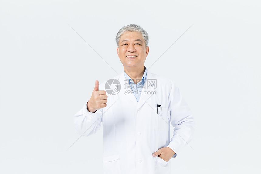 老年男性医生形象图片