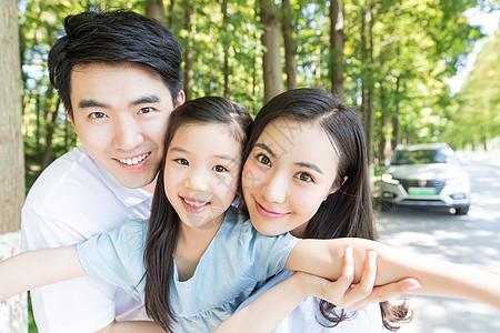 一家人出行图片
