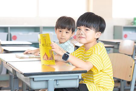 小学生课后读书图片