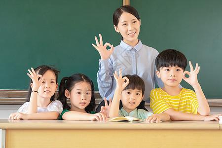 课堂师生形象图片