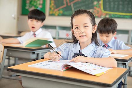 小学生课堂形象图片