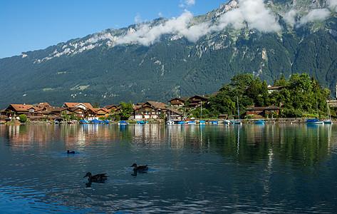 瑞士旅游景点因特拉肯湖风光图片