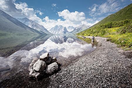 年宝湖倒影中的年保玉则图片