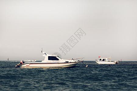 海水上的快艇图片