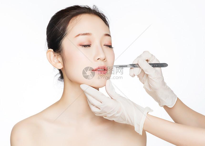 美女手术刀整容图片