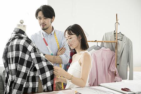 男女服装设计师图片
